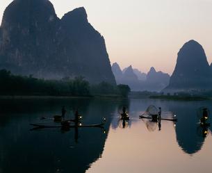 漓江の鵜飼漁の写真素材 [FYI03320630]
