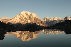 ラックブランから見たヴェルト針峰の写真素材 [FYI03321471]