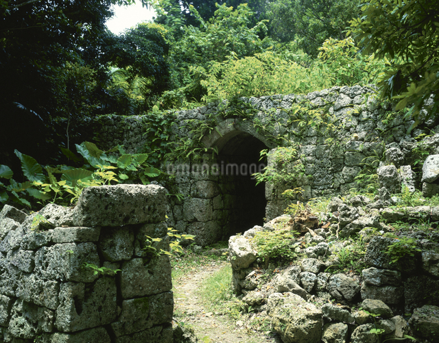 知念城跡 知念村     7月の写真素材 [FYI03326326]