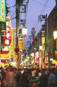 中華街夕景の写真素材 [FYI03329749]
