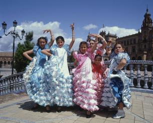 フラメンコ衣装の子供たちの写真素材 [FYI03331874]