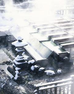 冬の湯畑の写真素材 [FYI03332647]