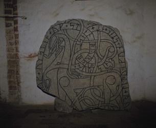 ルーン文字の刻まれた石碑の写真素材 [FYI03333312]