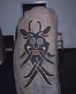 怪獣の刻まれた石碑の写真素材 [FYI03333327]