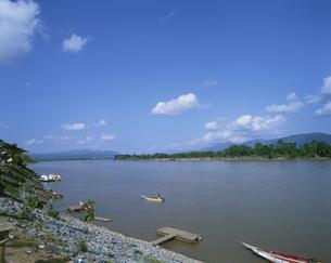 メコン川 対岸はラオス ゴール タイの写真素材 [FYI03334270]