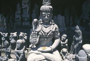 石仏彫刻店の写真素材 [FYI03335298]