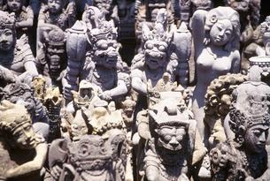 石仏彫刻店の写真素材 [FYI03335322]