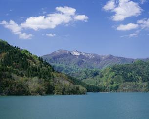 白神山麓 素波里湖と駒ケ岳の写真素材 [FYI03335446]
