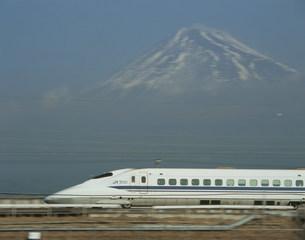 東海道新幹線700系と富士の写真素材 [FYI03335805]
