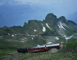ブリエンツ湖とロートホルン鉄道 スイスの写真素材 [FYI03336134]