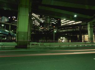 夜の溜池付近の写真素材 [FYI03338744]