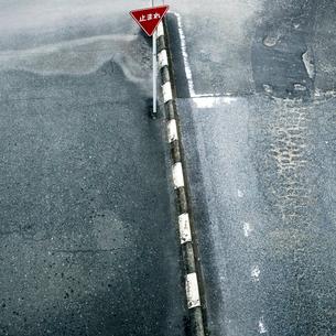 駅前広場の交通標識の写真素材 [FYI03338900]