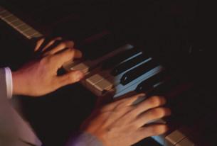 ピアノ奏者の手の写真素材 [FYI03339411]