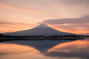 富士山と朝焼けの写真素材 [FYI03339447]
