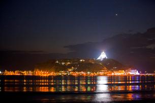 江の島ライトアップの写真素材 [FYI03339727]