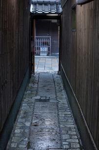 祇園の路地の写真素材 [FYI03339944]