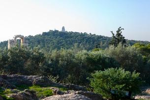 アクロポリスの丘中腹の風景の写真素材 [FYI03340528]
