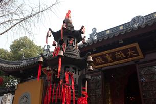 蘇州寒山寺 お金を投げ入れると願いがかなうという塔の写真素材 [FYI03341270]