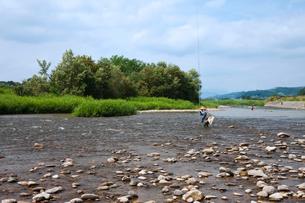 寒河江川の鮎釣り風景の写真素材 [FYI03342502]