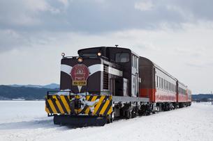 津軽鉄道ストーブ列車の写真素材 [FYI03342572]