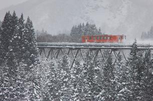 冬の秋田内陸縦貫鉄道の写真素材 [FYI03342587]
