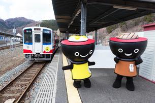 三陸鉄道南リアス線全線開通祝い日の釜石駅の写真素材 [FYI03343102]