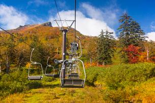 層雲峡黒岳リフト上からの紅葉の黒岳の写真素材 [FYI03343431]