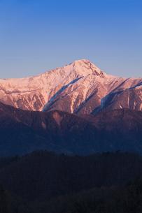 丸山林道より南アルプス(北岳)の朝景を望むの写真素材 [FYI03343441]