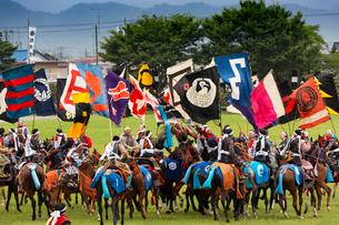 相馬野馬追祭りにての神旗争奪戦風景の写真素材 [FYI03343809]
