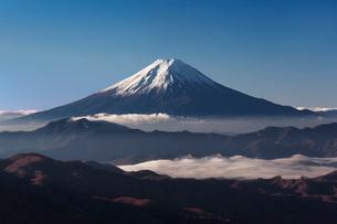 大菩薩峠より早朝の富士山を望むの写真素材 [FYI03343879]