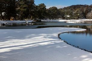 冬の毛越寺庭園の写真素材 [FYI03343926]