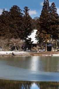 冬の毛越寺庭園の写真素材 [FYI03343931]
