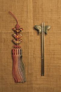 韓国の金属製の箸の写真素材 [FYI03344086]