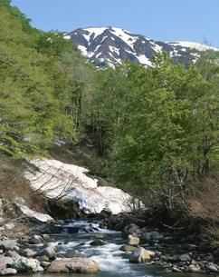 六十里越峠早春の浅草岳と只見沢の写真素材 [FYI03344232]