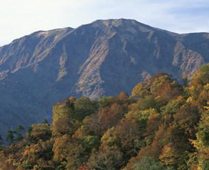紅葉と浅草岳の写真素材 [FYI03344293]