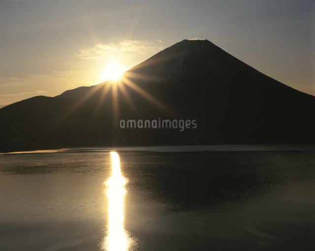 富士からの初日の出の写真素材 [FYI03344331]