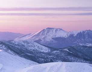 朝日に染まる冬の浅間山の写真素材 [FYI03344584]