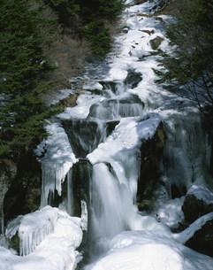 厳冬の竜頭の滝の写真素材 [FYI03344591]