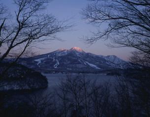 野尻湖と妙高山の写真素材 [FYI03344899]