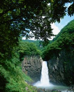 夏の苗名滝の写真素材 [FYI03345437]