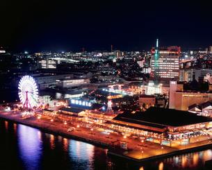 ポートタワーから望む神戸港の夜景の写真素材 [FYI03345441]