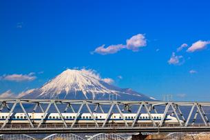 新幹線と富士山の写真素材 [FYI03345833]