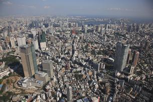 六本木から東京湾を見る 東京ミッドタウンの写真素材 [FYI03346244]
