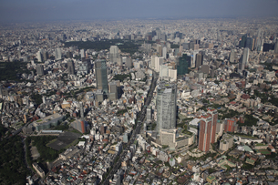 森タワーと六本木ヒルズ 東京ミッドタウンの写真素材 [FYI03346269]