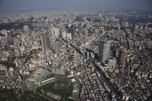 東京ミッドタウンと森タワー 六本木ヒルズの写真素材 [FYI03346270]