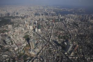 六本木交差点と東京ミッドタウン 森タワーの写真素材 [FYI03346281]