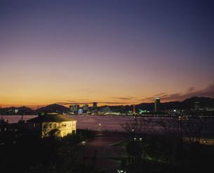 みなと異人館と神戸港夜景の写真素材 [FYI03346383]