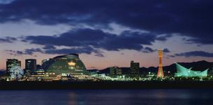 神戸港夕景の写真素材 [FYI03346399]