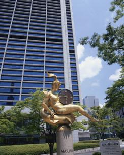 東遊園地 神戸市役所とマリーナ像の写真素材 [FYI03346442]