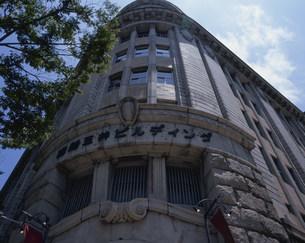 海岸通の旧居留地の商船三井ビルディングの写真素材 [FYI03346480]